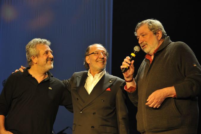 """© Massimo Forchino / lapresse14-11-2009 Sanremo, ItaliaspettacoloPremio Tenco - Festival della Canzone d'AutoreNella Foto: Juan Carlos """"Flaco"""" Biondini premiato da Francesco Guccini"""